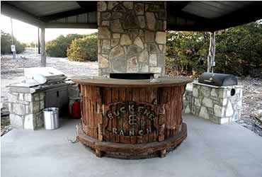 Western hill country realty texas hill country property for Country outdoor kitchen